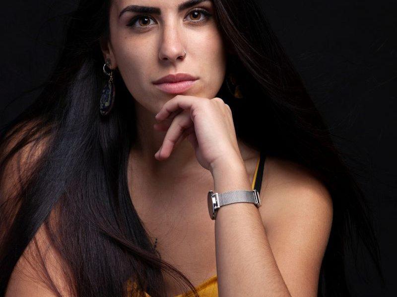 Alba Lorenzana: un nuevo lienzo para el body art // Interpol anuncia su nuevo disco